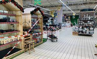 Les supermarchés doivent fermer leurs rayons « non-essentiels » à partir de ce mardi.