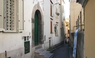 C'est dans cette maison que Francesco Schettino, l'ancien commandant du Costa Concordia, est assigné à résidence depuis mercredi, dans son village de Meta di Sorrento, le 21 janvier 2012 en Italie.
