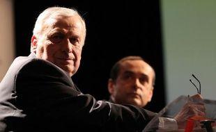 A Béziers, les candidats socialiste Jean-Michel du Plaa (premier plan) et Robert Ménard, soutenu par le Front national, le 12 décembre 2013 à Perpignan.