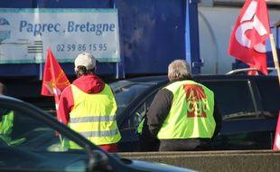 Des routiers manifestent sur la rocade de Rennes le 19 janvier 2015.