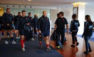 Les joueurs de l'équipe de France de rugby dans le hall de leur hôtel, le 1er septembre 2011 à Takapuna.