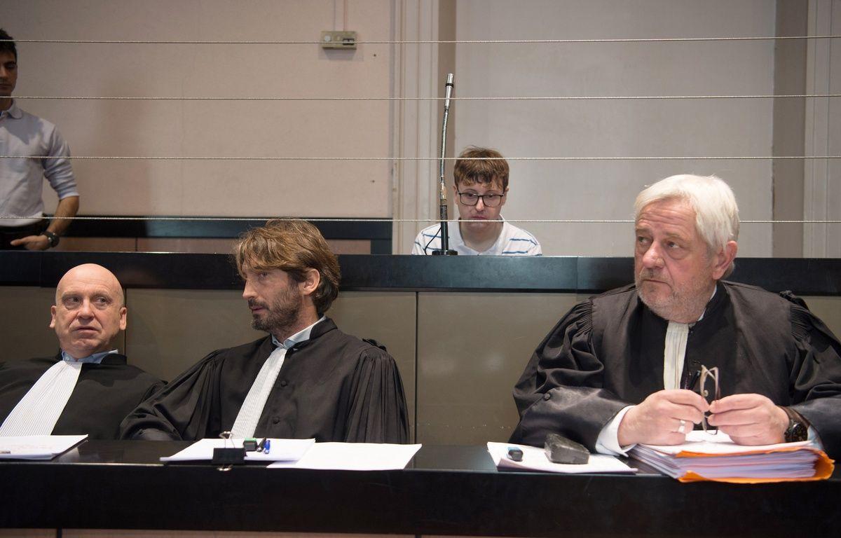 Karl Rose derrière ses avocats.  – BERTRAND LANGLOIS