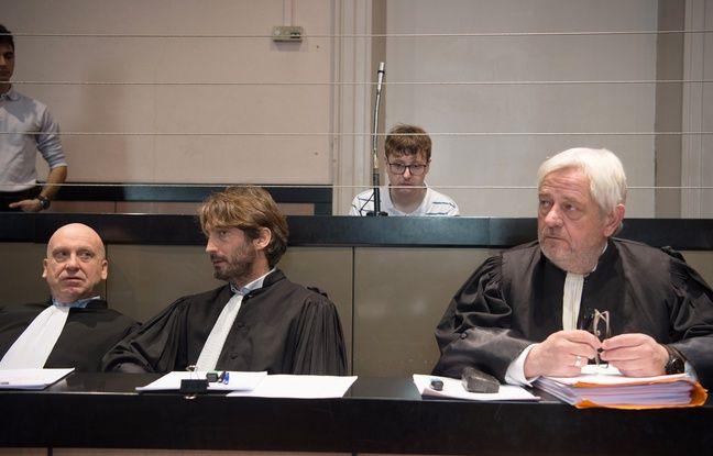 Karl Rose derrière ses avocats.