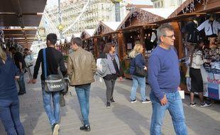 Commerçants, clients et municipalité semblent apprécier le marché de Noël marseillais.