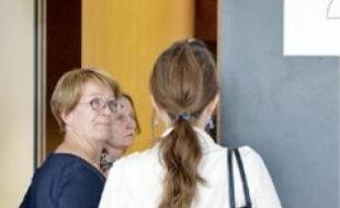 La femme de Laurent, Nelly (à g.), hier au tribunal de Nanterre.