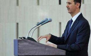 Le président syrien Bachar al-Assad a participé jeudi à la prière du Fitr dans une mosquée de Damas , selon des images retransmises par la télévision d'Etat, alors qu'une ONG a fait état de la chute d'obus dans le même secteur.