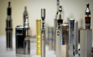 """Le Collectif des acteurs de la cigarette électronique (CACE) a dénoncé lundi une décision """"scandaleuse"""", qui """"outrepasse les pouvoirs du juge"""", après qu'un tribunal de commerce a estimé que la vente des e-cigarettes représente une concurrence déloyale aux buralistes."""