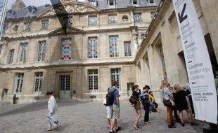"""""""Nous sommes absolument dans les clous pour rouvrir le musée Picasso fin juin!"""", assure Anne Baldassari, sa présidente, en faisant visiter à l'AFP le chantier, dans le Marais, où s'activent de nombreux ouvriers."""