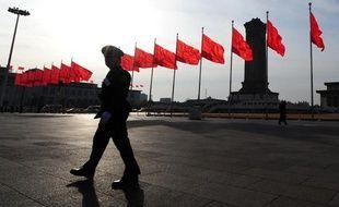 Drapeaux chinois sur la place Tiananmen à Pékin en mars 2010.