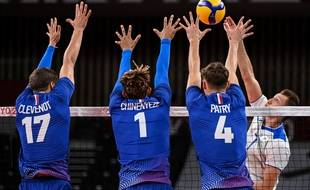 Trevor Clevenot, Barthelemy Chinenyeze and Jean Patry contre la Russie en volley à Tokyo 2021.