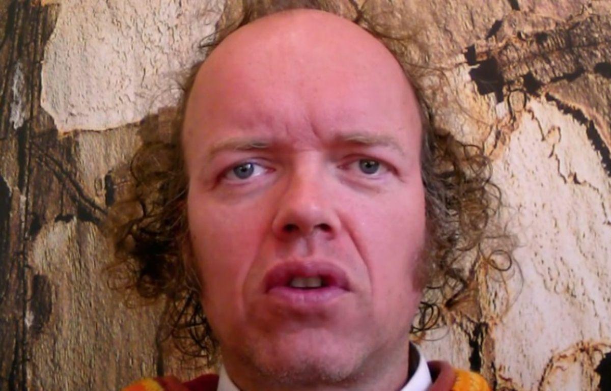Sylvain Durif, alias le « Christ cosmique », annonce sa candidature à l'élection présidentielle 2017.  – S. Durif / YouTube