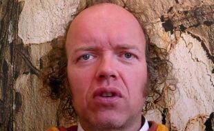 Sylvain Durif, alias le « Christ cosmique », annonce sa candidature à l'élection présidentielle 2017.