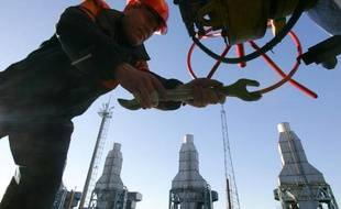 Le géant russe Gazprom a annoncé lundi avoir repoussé au 9 juin le passage au système de prépaiement pour ses livraisons de gaz à l'Ukraine