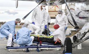 Des patients de Lyon transférés par avion vers des hôpitaux extérieurs.