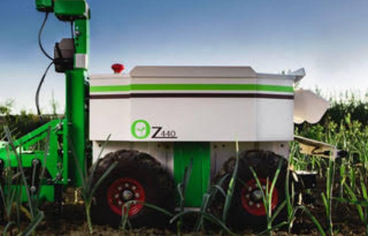 Le robot de désherbage OZ440. – Naïo Technologies