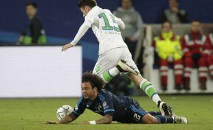Marcelo à terre lors du match entre Wolfsburg et le Real Madrid