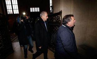 Des patientes d'André Hazout, citées par la défense à son procès pour viols, ont décrit mercredi devant les assises de Paris un gynécologue talentueux et respectueux qui réussissait là où les autres avaient échoué.