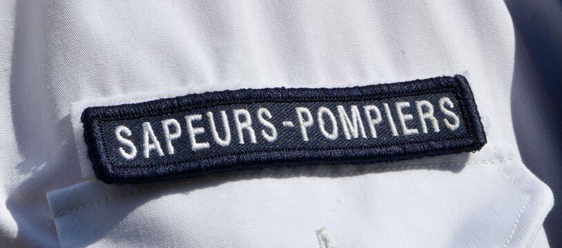 Une chemise de sapeur-pompier. (illustration)