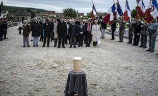 """Un dernier hommage a été rendu samedi en Saône-et-Loire à Raymond Aubrac, décédé le 10 avril à l'âge de 97 ans, qui formait """"un couple mythique de la Résistance"""" avec son épouse Lucie, aux côtés de laquelle ses cendres ont été inhumées"""