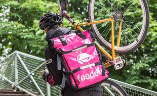 Un livreur à vélo Foodora