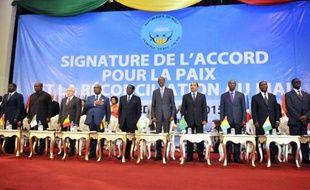Le gouvernement malien, des mouvements armés et la médiation internationale signent à Bamako l'accord de paix conclu à Alger le 15 mai 2015