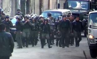 Des commandants syriens ont ordonné d'ouvrir le feu aveuglément sur des manifestants sans armes, a indiqué Human Rights Watch (HRW) dans un rapport publié jeudi réalisé à partir d'entretiens avec des soldats ayant fait défection.