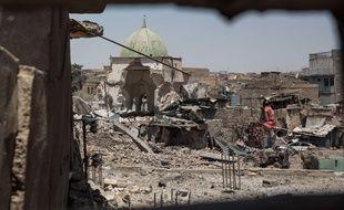 Les décombres de la vieille ville à Mossoul-ouest le 25 juin 2017.