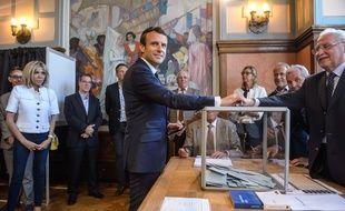 Le président Emmanuel Macron devrait obtenir une forte majorité à l'Assemblée nationale avec 70 à 78% des députés de La République en marche