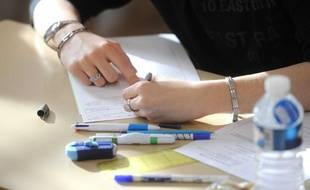 Un élève lors de l'épreuve du baccalauréat de philosophie, en juin 2012, à Nancy.