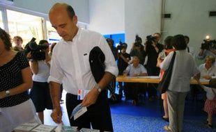 Alain Juppé vote pour les les élections législatives, le 10 juin 2007