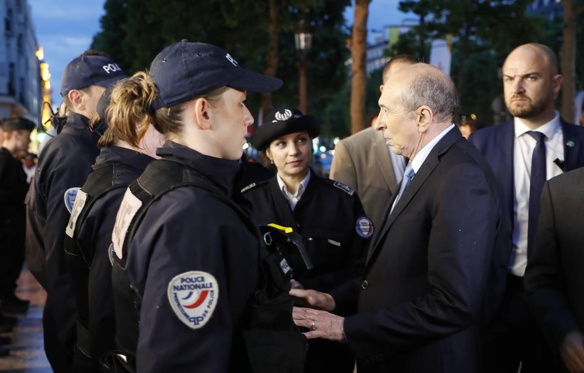 Dès sa prise de fonction, Gérard Collomb est allé rencontrer les forces de l'ordre. – FRANCOIS GUILLOT/AFP