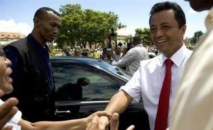 """Le président malgache Marc Ravalomanana a affirmé dimanche qu'il ne démissionnerait """"jamais"""" peu après avoir été acclamé par 5.000 de ses partisans rassemblés devant le palais présidentiel à Antananarivo."""