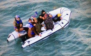 Illustration d'une opération de sauvetage en mer de migrants.