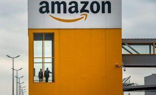 """Amazon: polémique après un article du New York Times sur les conditions de travail """"blessantes"""" dans l'entreprise"""