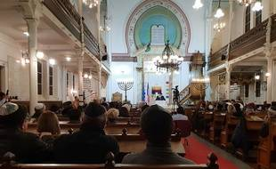 Hommage aux victimes de Pittsburgh à la synagogue de Lille.