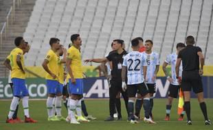 Le match de foot Brésil-Argentine a été interrompu