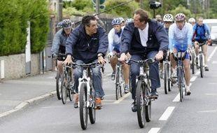 L'ancien Premier ministre, François Fillon, a participé dimanche à une randonnée cycliste dans le Val-d'Oise pour soutenir le député UMP sortant de la 7ème circonscription, Jérôme Chartier, candidat aux législatives