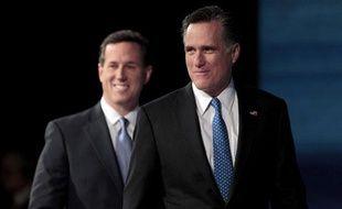 Rick Santorum et Mitt Romney à Myrtle Beach, en Caroline du Sud (Etats-Unis), le 16 janvier 2012.