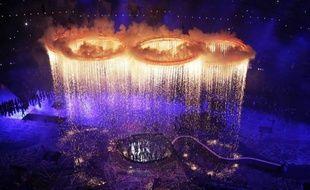 La cérémonie de clôture des jeux Olympiques doit offrir dimanche (20h00 GMT) un feu d'artifice d'artistes britanniques, avec la participation confirmée des Monty Python et des Spice Girls, mais en l'absence de la reine, en vacances à Balmoral en Ecosse.