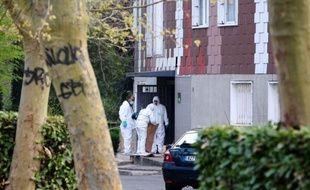 Yoni Palmier, mis en examen pour les trois meurtres les plus récents sur les quatre commis dans l'Essonne depuis novembre, se trouvait toujours en garde à vue jeudi après-midi dans le cadre de l'enquête sur le premier crime, a-t-on appris auprès du parquet d'Evry.