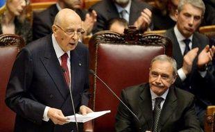 """Le président Giorgio Napolitano, nouvellement réélu, a exhorté lundi les forces politiques à s'atteler """"sans tarder"""" à la formation d'un gouvernement, en dressant un réquisitoire sans concession contre leurs carences """"impardonnables"""" et leur """"surdité""""."""