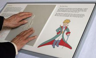 Illustration du Petit Prince, présentée dans le cadre d'une exposition à Paris le 11 avril 2013 pour célébrer les 70 ans du livre.
