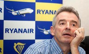 La compagnie aérienne à bas coûts irlandaise Ryanair a provoqué mercredi un coup de tonnerre dans le ciel européen en annonçant l'ouverture d'une base à Bruxelles, cause d'inquiétudes pour ses concurrents et pour les aéroports régionaux comme celui de Charleroi.