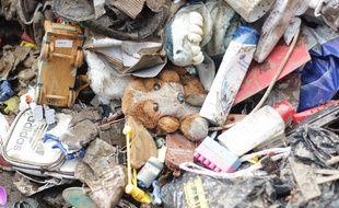 Une peluche parmi les effets personnels évacués par une famille, ce lundi à Mandelieu