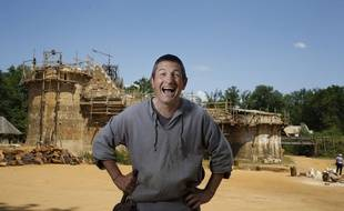 Florian Renucci, maître d'œuvre du chantier de Guédelon, se réjouit de la victoire de son château.