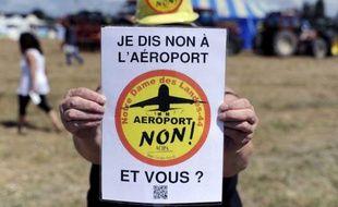Un manifestant opposant à l'aéroport Notre-Dame-des-Landes lors du rassemblement festif du 3 août 2013.