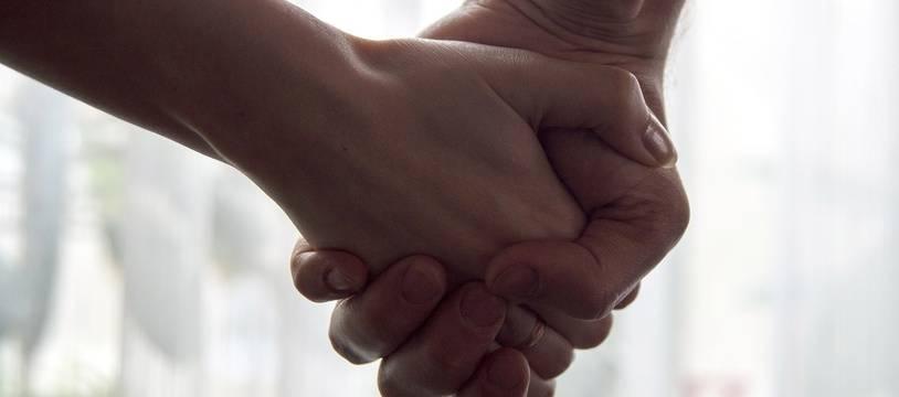 Illustration d'un couple qui se donne la main.