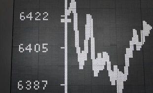 Les Bourses européennes ont de nouveau reculé mardi alors que s'aggravaient les inquiétudes des investisseurs à l'égard de la situation économique espagnole et de ses conséquences pour la zone euro.