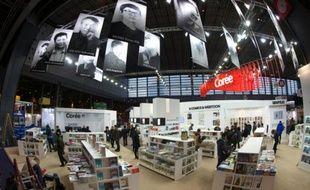 Le stand de la littérature sud-coréenne, invitée d'honneur, au Salon du Livre Porte de Versailles à Paris le 16 mars 2016