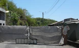 Des barrages artisanaux dans les rues de Mamoudzou, préfecture de Mayotte, le 26 octobre 2011.